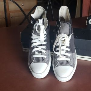 Converse All atar Chuck Taylor High tops with box